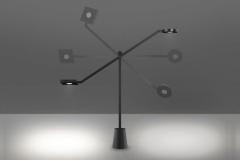 38-artemide-lampe-à-poser-equilibrist-679x382