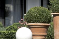 69-luminaire-de-jardin-boule-éclairage-BEGA-382x382